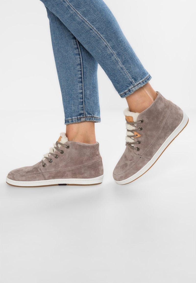 HUB - SUBWAY - Sneakers high - dark taupe/bone