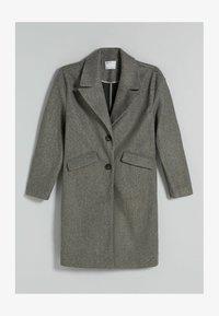Bershka - MIT FALLENDEN SCHULTERNÄHTEN  - Klasický kabát - grey - 4