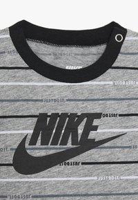 Nike Sportswear - ROMPER BABY - Jumpsuit - grey heather - 3