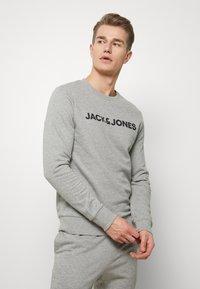 Jack & Jones - JACLOUNGE SET - Pyjamas - light grey melange - 1