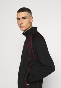 Jordan - JUMPMAN AIR SUIT - Kevyt takki - black/gym red - 3