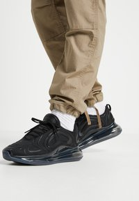 Nike Sportswear - AIR MAX 720 - Trainers - black/anthracite - 0