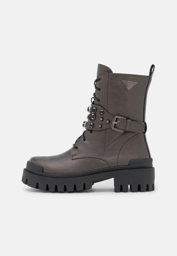 Cowboy/biker ankle boot - gun