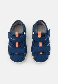 Superfit - WAVE - Chodecké sandály - blau/orange - 3