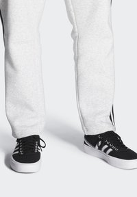 adidas Originals - DELPALA SHOES - Baskets basses - black/white - 0