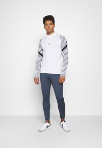 Nike Performance - FC PANT - Tracksuit bottoms - thunder blue/fireberry - 1