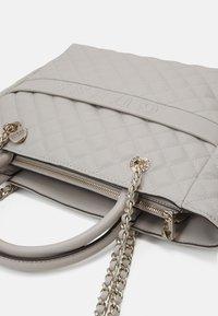 Guess - ILLY ELITE TOTE - Handbag - grey - 2