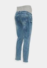 MAMALICIOUS - MLTRINITY CROPPED - Slim fit jeans - light blue denim