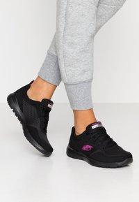 Skechers Sport - FLEX APPEAL 3.0 - Zapatillas - black/hot pink - 0