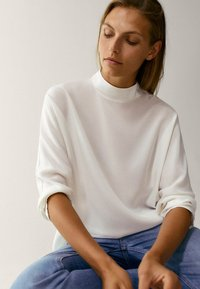 Massimo Dutti - MIT STEHKRAGEN - T-shirt à manches longues - beige - 3