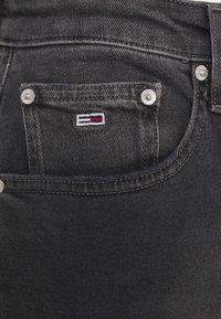 Tommy Jeans - MOM COMFORT - Jean boyfriend - denim black - 6