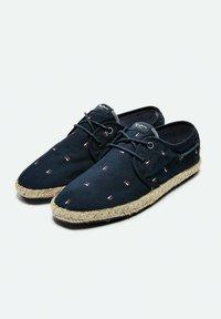 Pepe Jeans - TOURIST BRENNAN - Sneakers - azul marino - 1