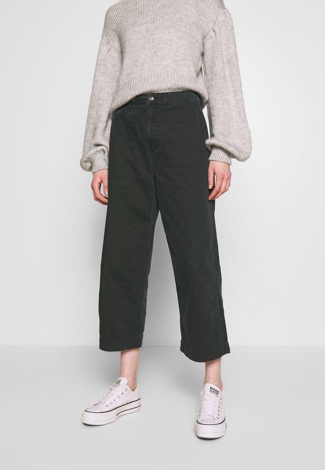 TAYLOR CROP UTILITY - Kalhoty - washed black