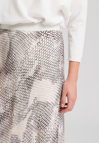 Marc Aurel - A-line skirt - light sand varied - 3