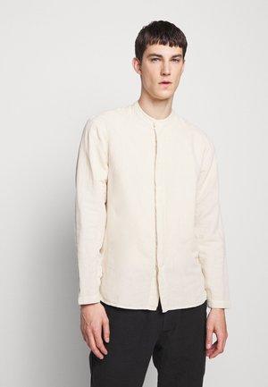 HALF PLACKET GRANDAD - Camisa - stone
