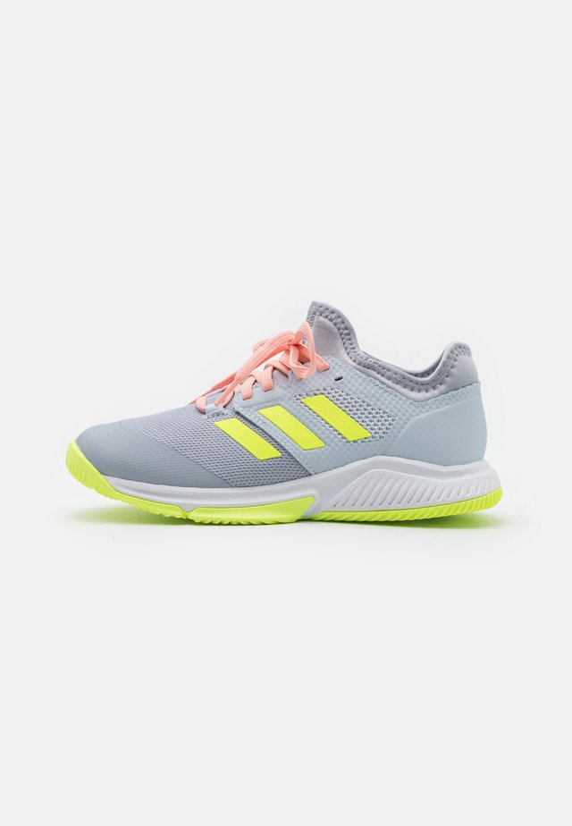 COURT TEAM BOUNCE INDOOR SHOES - Handballschuh - halo silver/hi-res yellow/halo blue