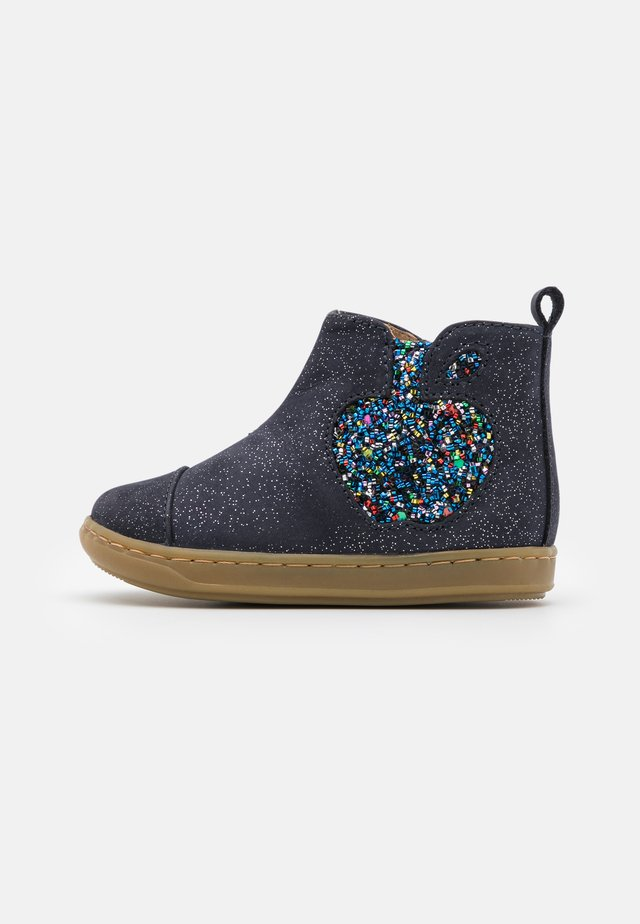 BOUBA APPLE - Stiefelette - navy/silver/multicolor