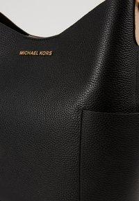 MICHAEL Michael Kors - BEDFORD BUCKET - Handbag - black - 4