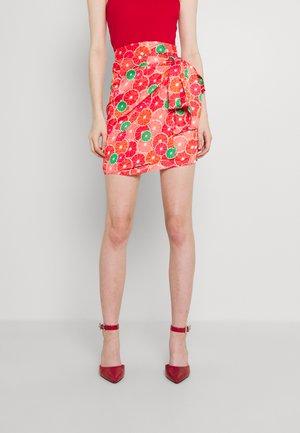 GRAPEFRUIT JASPRE - Wrap skirt - red/green/orange