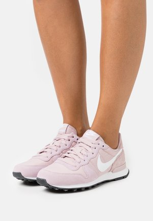 INTERNATIONALIST - Baskets basses - champagne/white/black