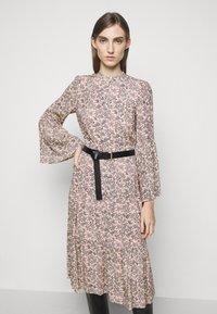 MICHAEL Michael Kors - LEAFY MEDL MIDI DRESS - Robe chemise - powder blush - 0