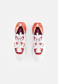 Nike Sportswear - NIKE REACT VISION - Sneakersy niskie - white/lt smoke grey-team orange-team red-pure platinum - 3