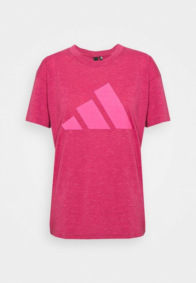 WIN 2.0 TEE - Print T-shirt - berry