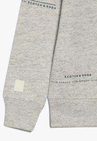 Scotch & Soda - CLUB NOMADE BASIC CREW WITH ARTWORKS - Sweatshirt - light grey melange - 3