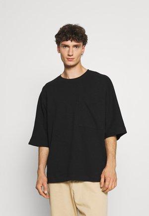 OVERSIZED POCKET - T-shirt basique - black