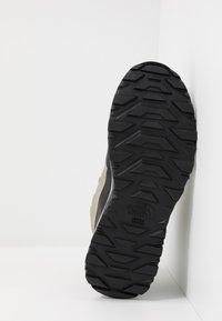 The North Face - M ACTIVIST MID FUTURELIGHT - Obuwie hikingowe - kelp tan/black - 4