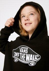 Vans - BY OTW PULLOVER FLEECE BOYS - Hoodie - black-white outline - 3