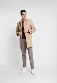 Tommy Hilfiger Tailored - SLIM FIT WINDOWPANE FLEX PANT - Pantaloni - brown - 1