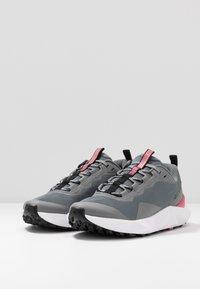 Columbia - FACET15 - Outdoorschoenen - grey steel/rouge pink - 2