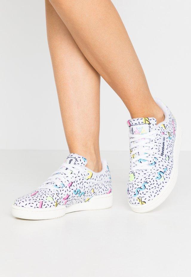 CLUB C 85 - Sneaker low - white/elefla/neon blu