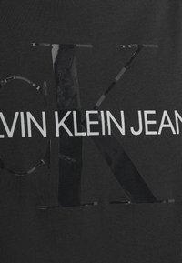 Calvin Klein Jeans - TONAL MONOGRAM TEE - Camiseta estampada - black - 5