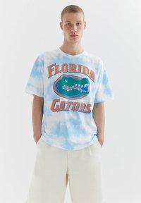 PULL&BEAR - FLORIDA GATORS - Print T-shirt - light blue - 0