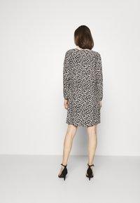 comma - Denní šaty - black - 2