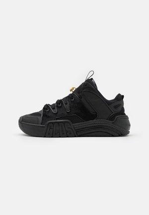 SLIM FIT  - Sneakers basse - black