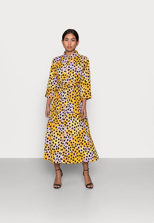 PCROSIA DRESS  - Sukienka koszulowa - apricot