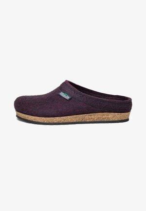 Slippers - dark magenta