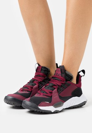 JORDAN DELTA - Trainers - black/dark beetroot/white
