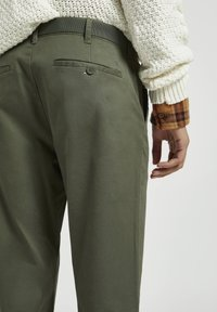 PULL&BEAR - Chino - mottled green - 5