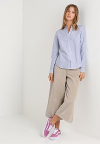 Gina Tricot - JESSIE - Button-down blouse - cobolt blue - 1