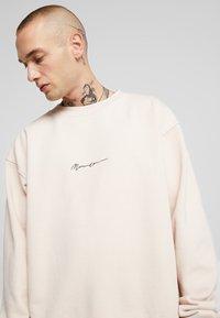 Mennace - ESSENTIAL BOXY UNISEX - Sweatshirt - beige - 5