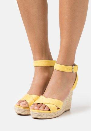 ONLAMELIA LIFE STITCH  - Sandály na platformě - yellow