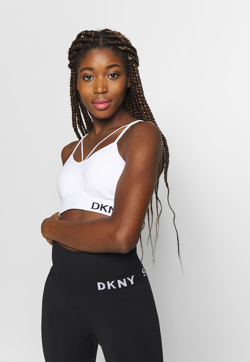 DKNY - LOW IMPACT STRAPPYSEAMLESS BRA REMOVABLE CUPS - Medium support sports bra - white