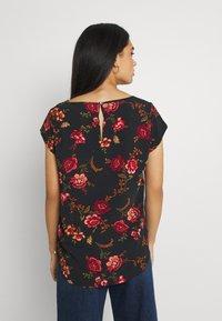 ONLY - ONLNOVA LUX - Camiseta estampada - black - 2