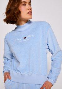 Tommy Jeans - PASTEL CREW - Collegepaita - light powdery blue - 4
