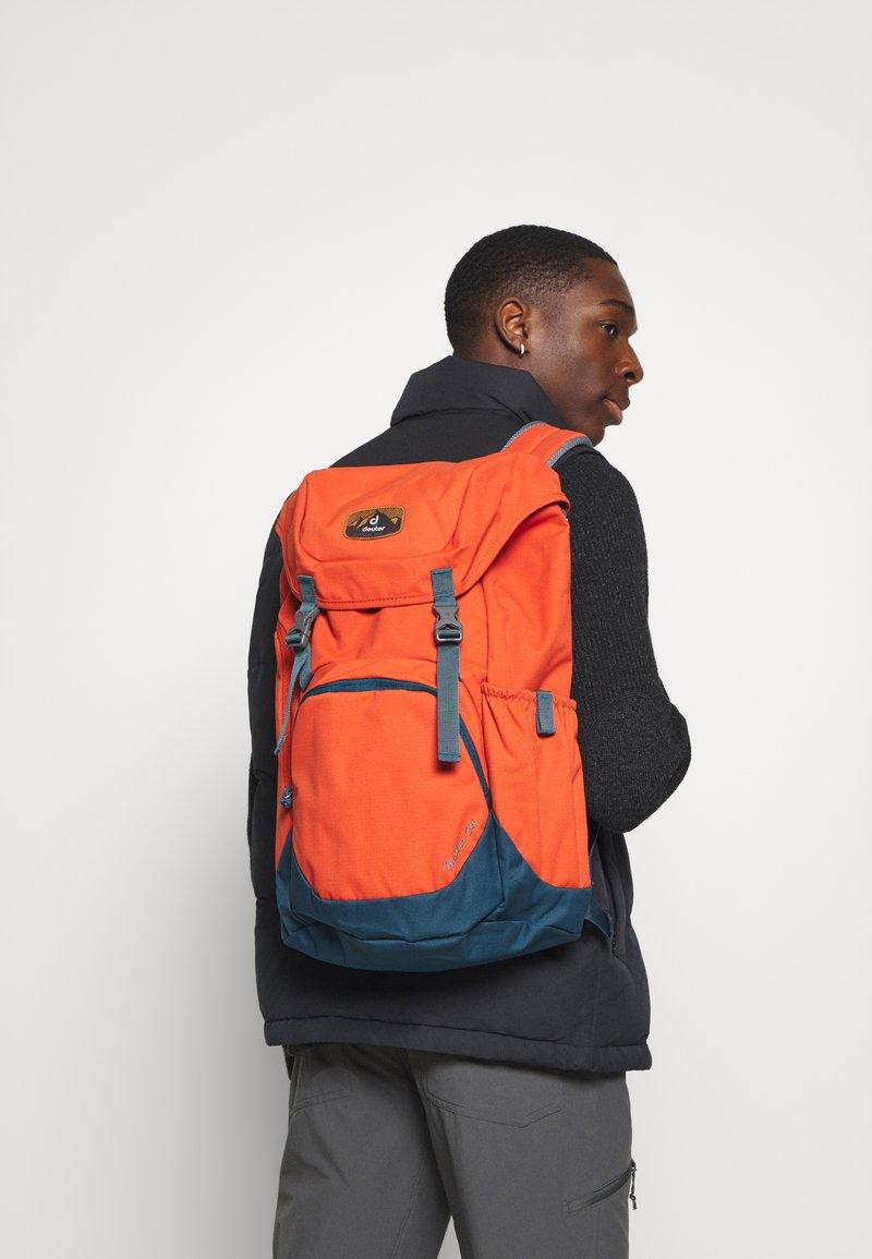 Deuter - WALKER UNISEX - Turistický batoh - orange
