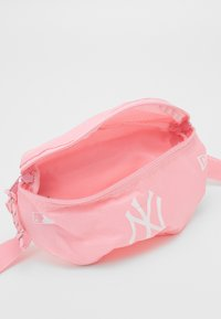 New Era - MINI WAIST BAG - Bum bag - pink - 2